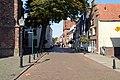 Kerkstraat met op de achtergrond de Waag en links de Martinikerk, Doesburg.jpg