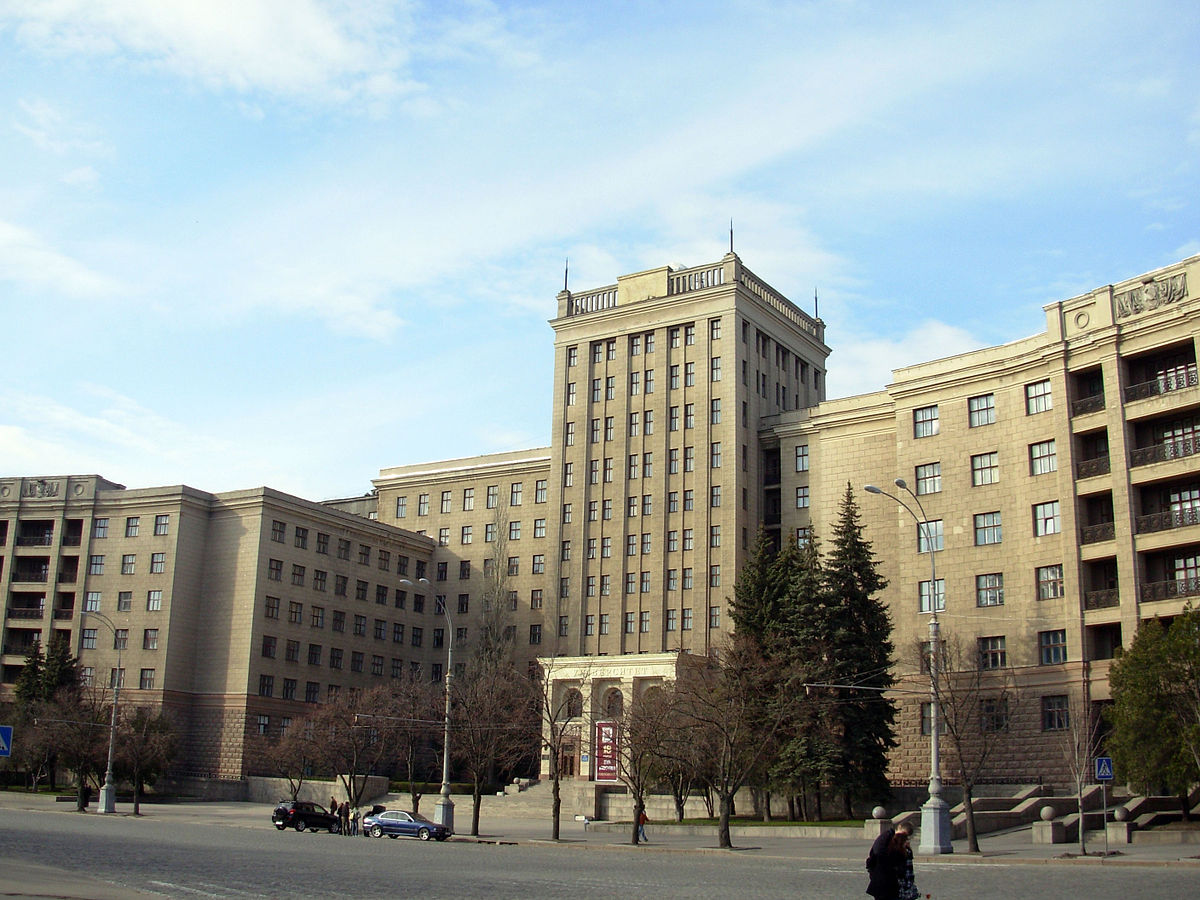 https://upload.wikimedia.org/wikipedia/commons/thumb/3/30/Kharkiv_University2.jpg/1200px-Kharkiv_University2.jpg