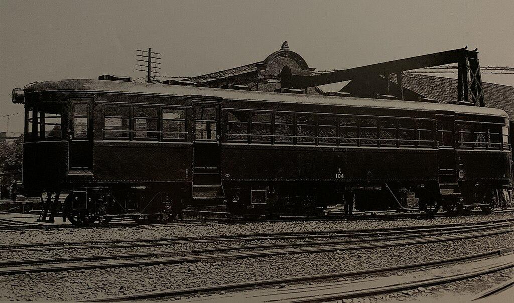 https://upload.wikimedia.org/wikipedia/commons/thumb/3/30/Kiha_100_medium-sized_petroleum-powered_railcar_of_Taiwan_Railway.jpg/1024px-Kiha_100_medium-sized_petroleum-powered_railcar_of_Taiwan_Railway.jpg