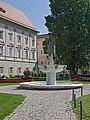 Klagenfurt Brunnenanlage Der Gesang 01.jpg