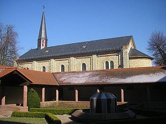 Jakobsberg Priory - Cloister and church of Jakobsberg Priory