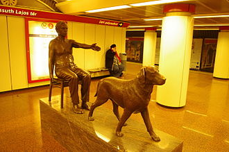 Kossuth Lajos tér (Budapest Metro) - Image: Kossuth Lajos ter man with dog