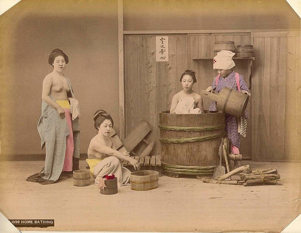 Kusakabe Kimbei - B1098 Home Bathing