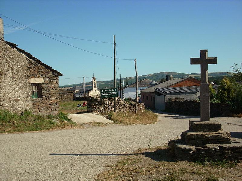 File:L'abitato di Gonzar.jpg