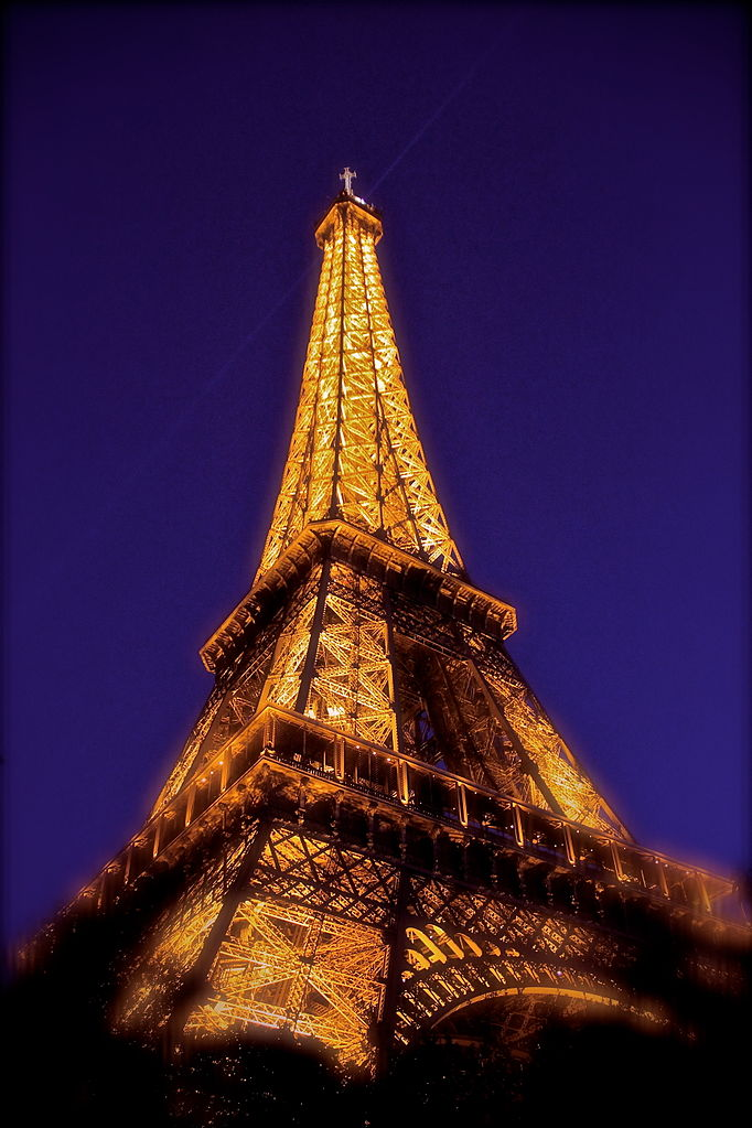 File la tour eiffel de nuit wikimedia commons - Tour eiffel dimension ...