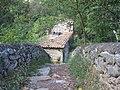 La casa en la montaña - Pont d'en Valentí - panoramio.jpg