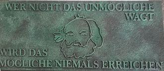 Wer nicht das unmögliche wagt, wird das mögliche niemals erreichen Bakunin-Grabplakette