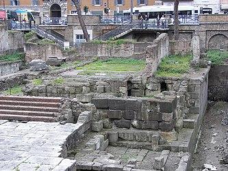 Largo di Torre Argentina Temple C.jpg