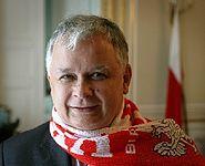Lech Kaczyński kibicujący polskiej reprezentacji w piłce nożnej