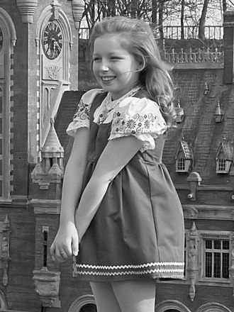 Lena Zavaroni - Lena Zavaroni at the age of 10 in 1974, standing in front of a miniature of the Peace Palace in Madurodam.