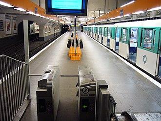 Porte de Versailles (Paris Métro) - Image: Ligne 12 Porte de Versailles
