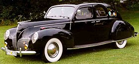 Lincoln Zephyr V12 4-D Sedan 1938 2.jpg