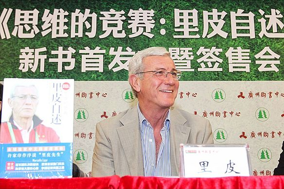 Lippi in 2014 Lippi at GZ Bookcenter.jpg
