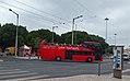 Lisboa, Praça Afonso de Albuquerque, ônibus vermelho.jpg