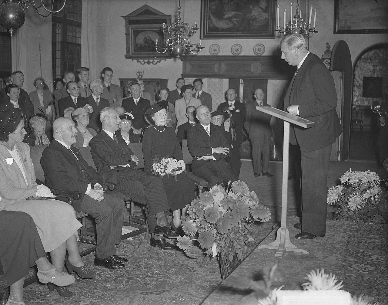 Lodewijk van Deyssel 85 jaar, toespraak Anton van Duinkerken, Bestanddeelnr 903-6217.jpg