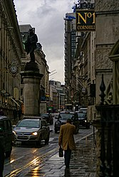 London - Cornhill - Greatheadstatue - Lloyd's Building II.jpg