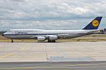 Lufthansa (Retro Livery), D-ABYT, Boeing 747-830 (19729837824).jpg