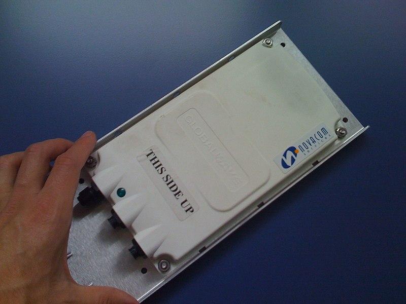 MT 3550 fabriqué par Transcore, terminal equipé d'un récepteur GPS et utilisant le protocole Globalwave à travers le satellite Inmarsat AOR pour la transmission de données.