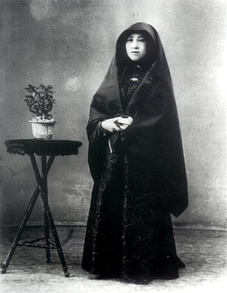 Macanese people - Macanese senhora in her traditional attire, the dó, early 20th century