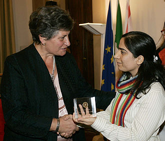 Malalai Joya - Image: Malalalai Joya with Bruna Giovannini