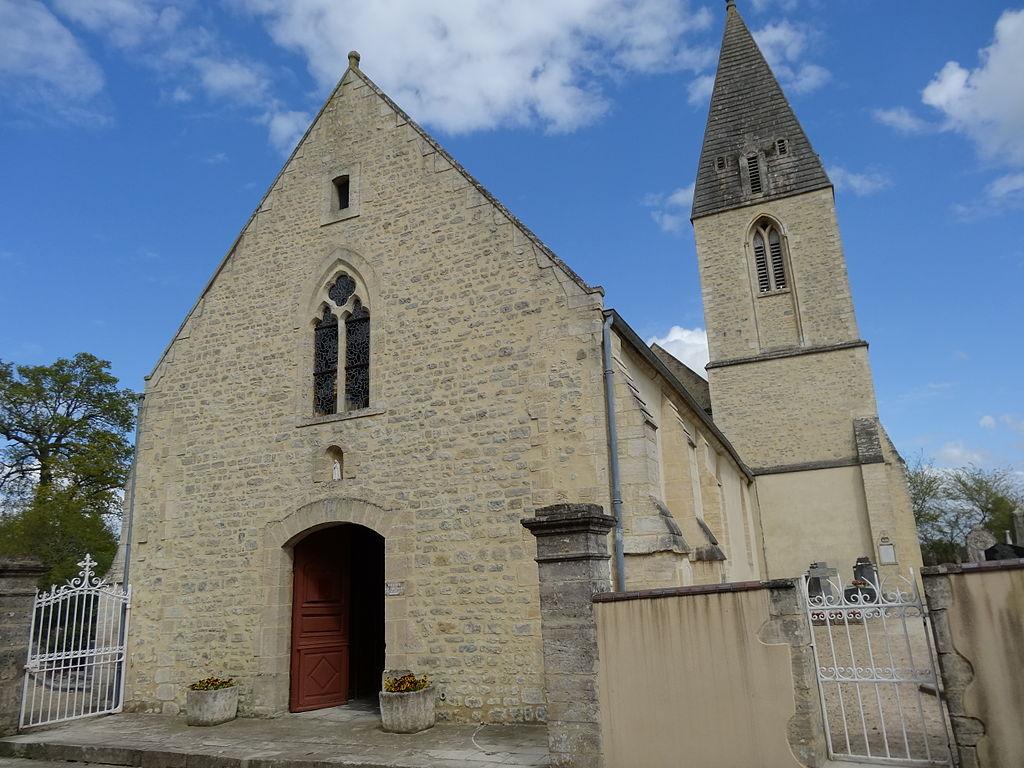 Mandeville-en-Bessin, façade occidentale et clocher de l'église.JPG