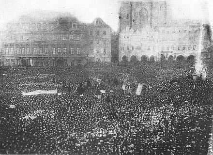 Demonstration for universal right to vote in Prague, Bohemia, 1905 Manifestace za hlasovaci pravo 1905.jpg