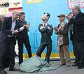 Mauricio Macri presentó la estatua de Isidoro Cañones en el nuevo Paseo de la Historieta (7637608376).jpg