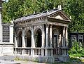 Mausoleum Hofrath Samuel Ritter von Hahn.jpg