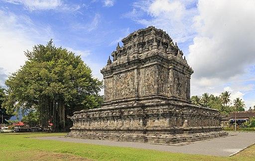 Mendut Java Indonesia Candi-Mendut-02