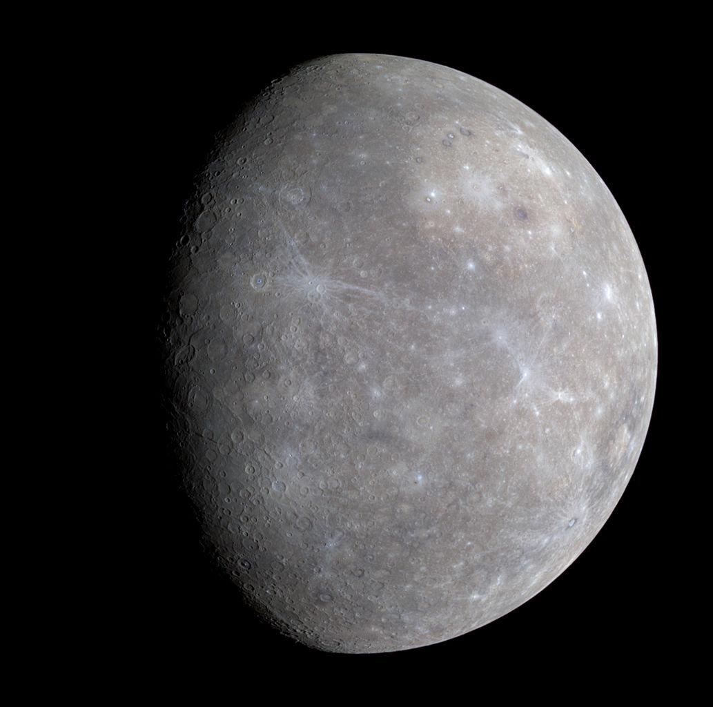 Citra Merkurius dalam warna yang telah ditingkatkan oleh MESSENGER pada 2008