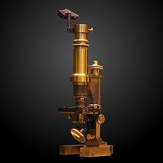 Musée d'histoire des sciences de la Ville de Genève - Image: Microscope with camera lucida MHS 462 IMG 3907 gradient