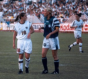 Doris Fitschen - Fitschen (5) marking Tiffeny Milbrett (16) of the United States in 1998