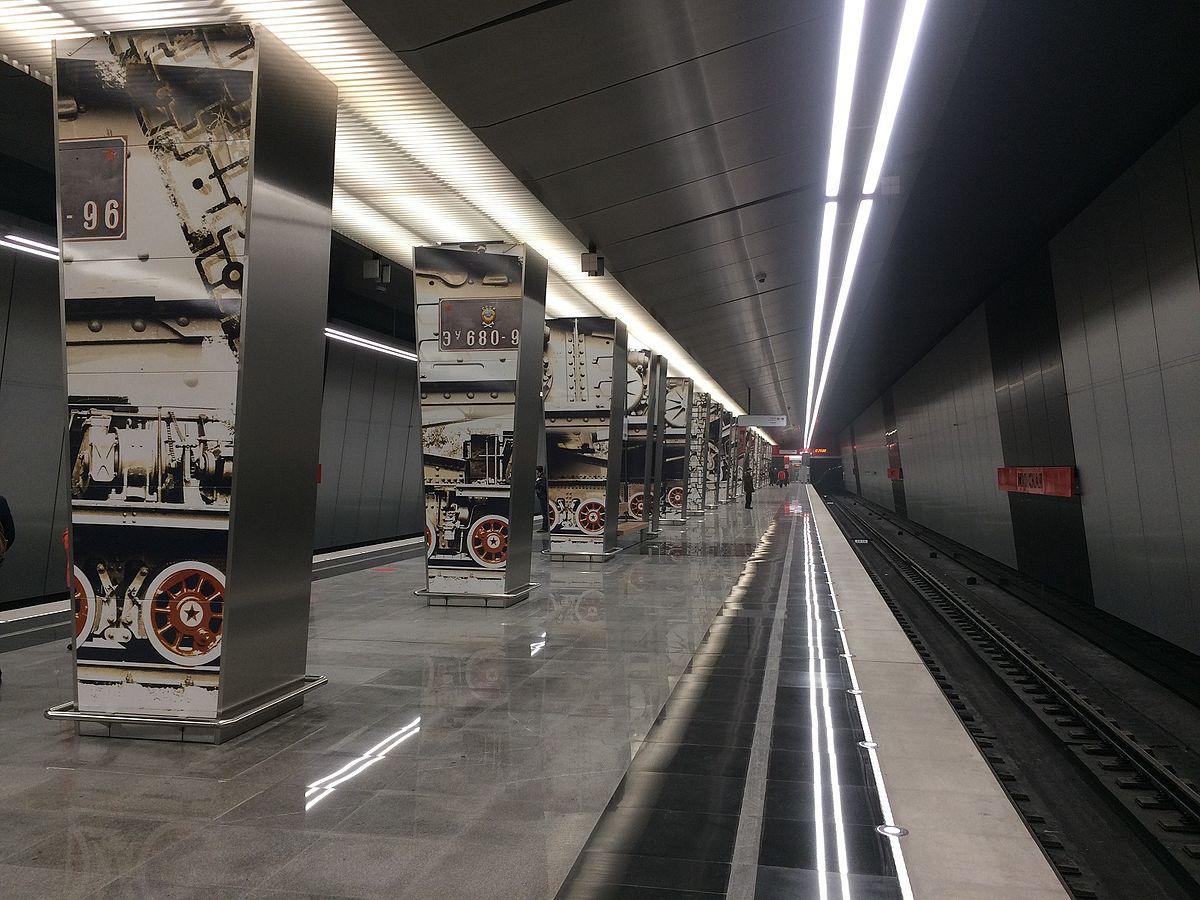 1200px-Minskaya_station_-_platform_%281%29.jpg