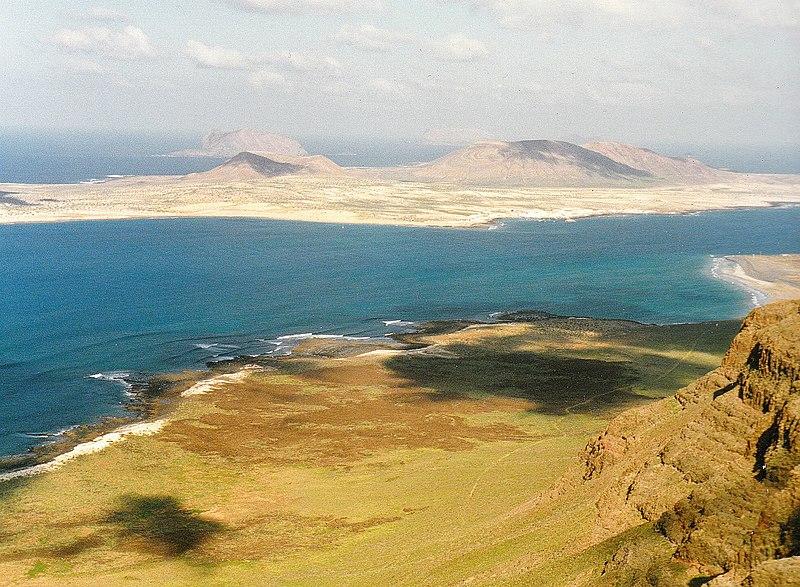 File:Mirador del Rio Isla Graciosa - Lanzarote Photography - panoramio.jpg