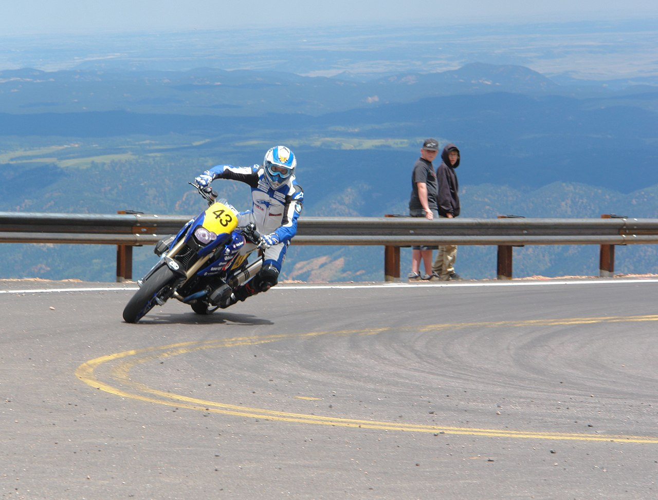 1280px-Motorcycle_Lean_PPIHC
