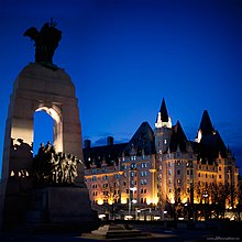 Het National War Memorial en Château Laurier
