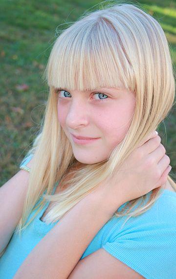 jeune fille aux cheveux platine - Coloration Blonde Sans Dcoloration