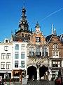 Nijmegen Grote Markt,Kerkboog met Stevenstoren.JPG
