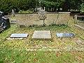 Nijmegen begraafplaats Daalseweg, monument 22-2-44 en Jan van Hoof overzicht.JPG