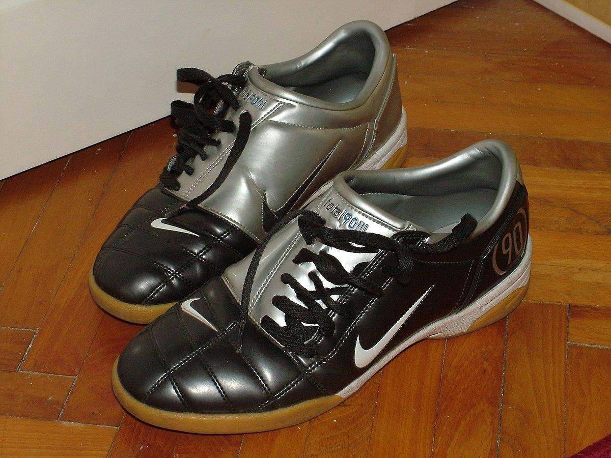 sucesor Hostil apretón  File:Nike Total 90 III.jpg - Wikimedia Commons