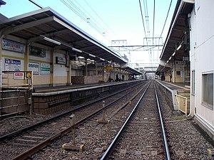 Nishi-chōfu Station -  Nishi-Chōfu Station tracks, November 2005