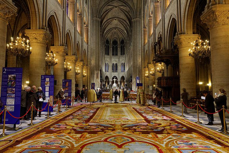 https://upload.wikimedia.org/wikipedia/commons/thumb/3/30/Notre-Dame_de_Paris_-_Tapis_monumental_du_ch%C5%93ur_-_018.jpg/800px-Notre-Dame_de_Paris_-_Tapis_monumental_du_ch%C5%93ur_-_018.jpg
