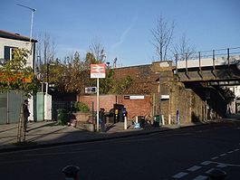 Nunhead station entrance.JPG