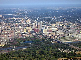 Interstate 480 (Nebraska–Iowa) - An aerial view of Downtown Omaha with I-480 skirting the northern edge