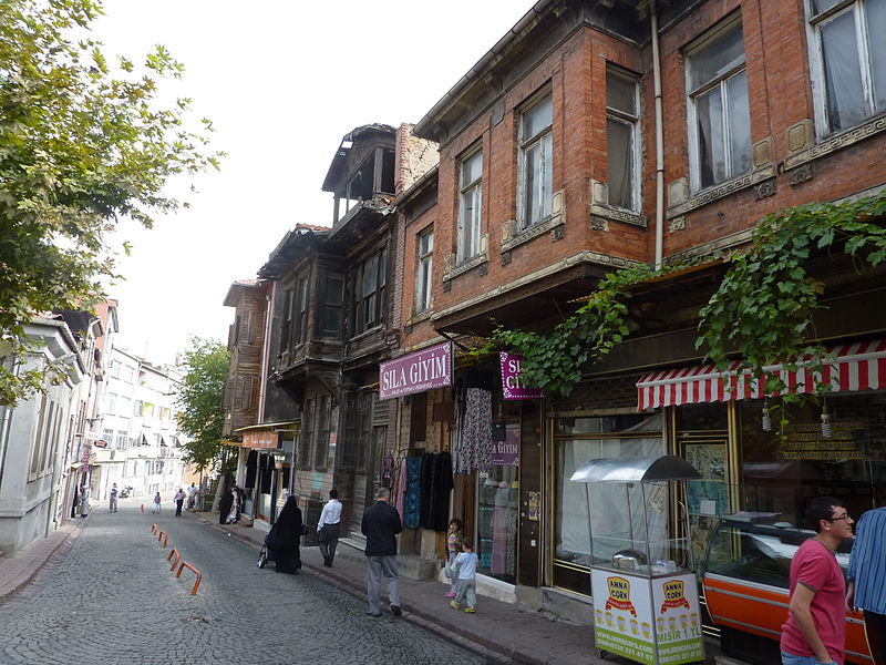 File:On the streets of Phanar - P1030361.JPG