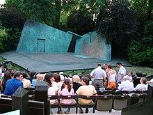 Un palcoscenico all'aperto nel Regent's Park di Londra.