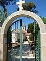 P1190703 - שער הכניסה לכנסיה היוונית אורטודוקסית.JPG
