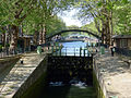 P1250210 Paris X canal-St-Martin ecluses du Temple passerelle des Douanes rwk.jpg