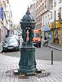 P1290651 Paris XIX rue de Meaux n106 fontaine Wallace rwk.jpg