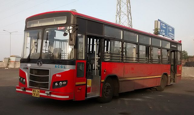 A PMPML BRTS bus built by AGCL. These buses have BRTS doors on the right side.